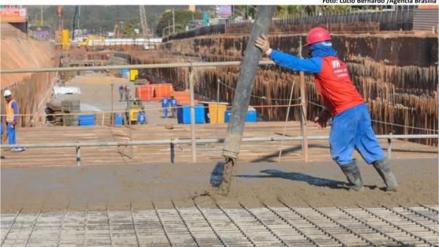 Laje do Túnel de Taguatinga começa a ser concretada. Obra do túnel está 45% executada.